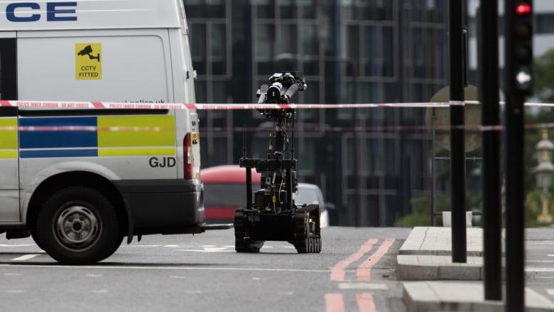 الشرطة البريطانية لـCNN: نتعامل مع سيارة مشبوهة أمام مبنى BBC بلندن