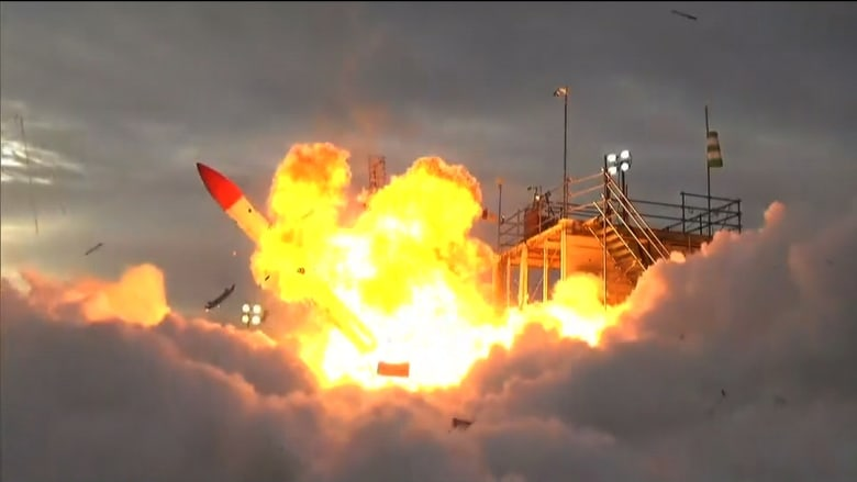شاهد.. لحظة انفجار صاروخ ياباني على منصة الاطلاق
