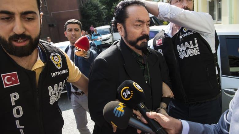 """اعتقال """"الداعية"""" عدنان أوكتار بتهم عدة من بينها الاستغلال الجنسي للأطفال"""