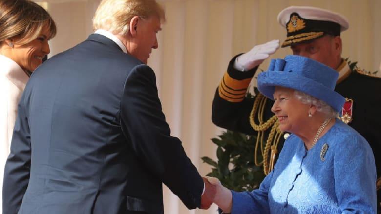 الملكة إليزابيث تستقبل ترامب وميلانيا.. كم دقيقة مرّت ليتناولوا الشاي بالقلعة؟