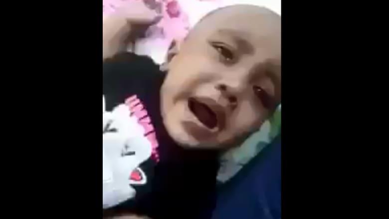 فيديو مروّع لسيدة تعذب طفلة يثير غضب السعوديين