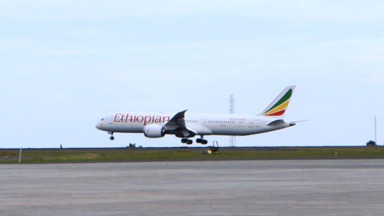 """أول رحلة جوية منذ 20 عاما بين البلدين.. """"طائر السلام"""" يحلّق من إثيوبيا إلى إريتريا"""