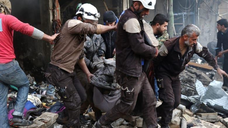 """بعد إنقاذ السوريين لسنوات.. """"الخوذ البيضاء"""" يغادرون سوريا"""