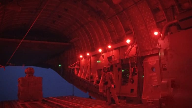 CNN تحلق مع طائرة المساعدات الإماراتية فوق الحُديدة