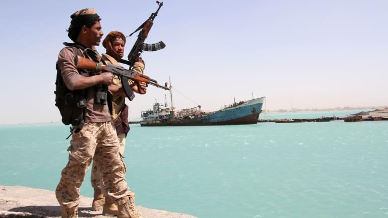 """السعودية تعلّق شحنات النفط الخام عبر باب المندب بشكل """"فوري ومؤقت"""""""
