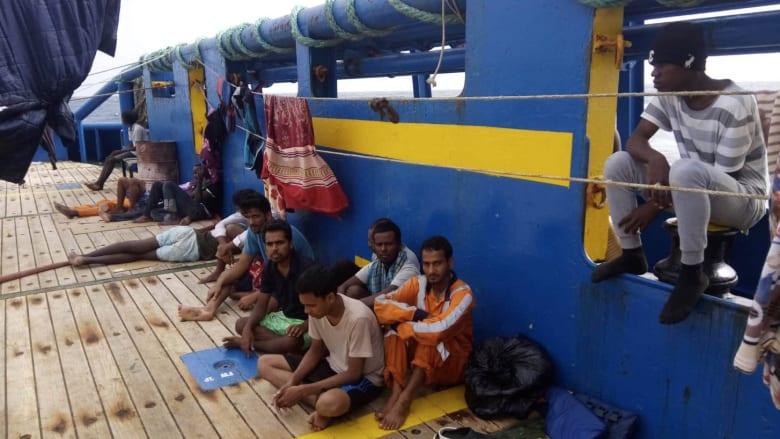 """شاهد.. رحلة سفينة مهاجرين """"رفضتها"""" 4 بلدان"""