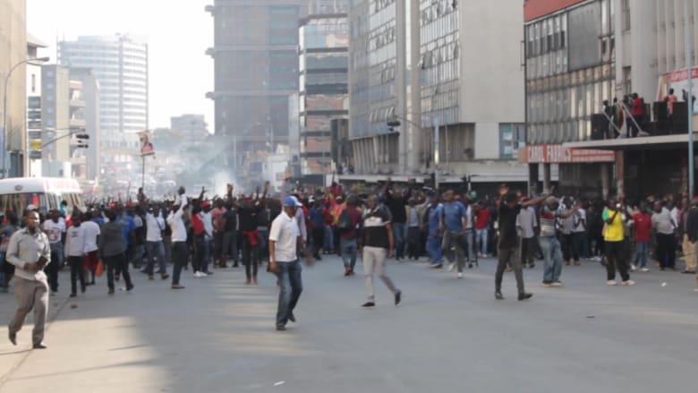 """المعارضة في زيمبابوي تدين """"الوحشية"""" بتفريق المتظاهرين"""