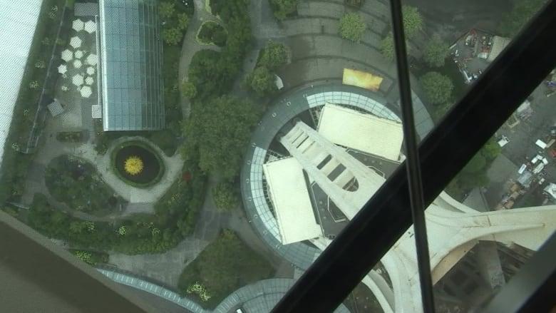 شاهد.. أول برج بطابق زجاجي دوار في سياتل