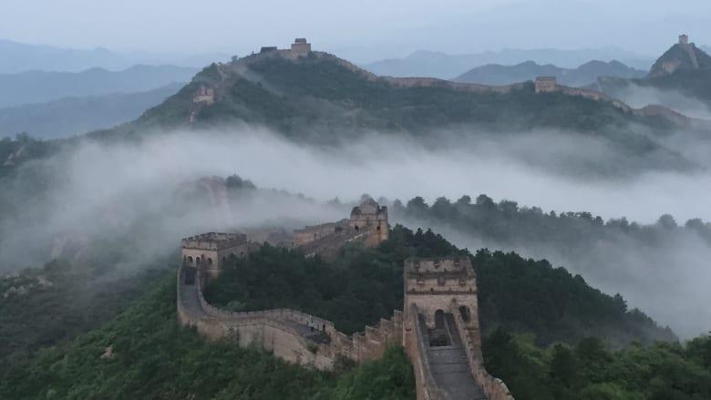 """رحلة عبر """"أعظم"""" سور في التاريخ.. سور الصين العظيم"""