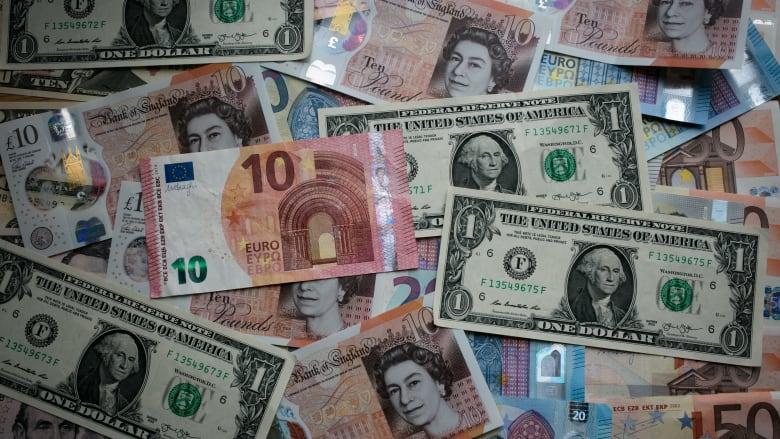 هيمنة الدولار على التجارة العالمية.. هل تتراجع؟