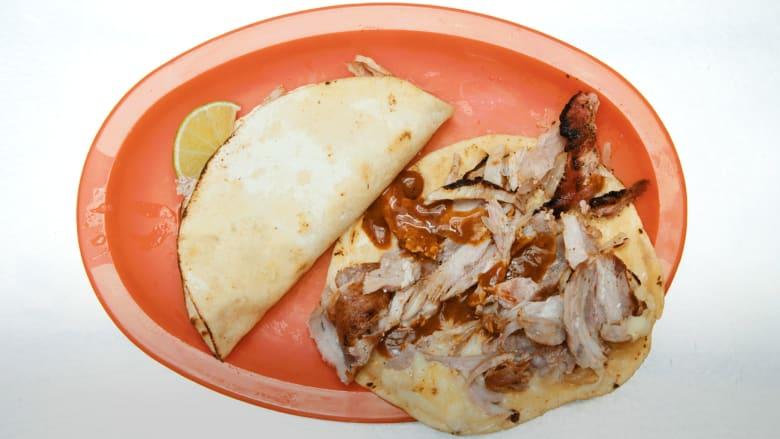"""صهير بين """"الشاورما"""" و""""التاكو"""" في مطعم """"تاكوس بغداد"""" بالمكسيك"""