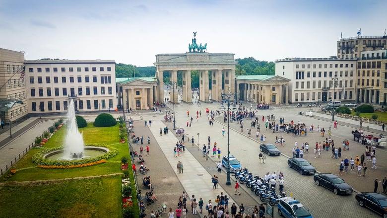 فندق الرؤساء والملوك والممثلين في برلين.. ماذا تعرف عنه؟