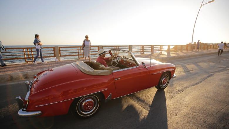 استعراض للسيارات الكلاسيكية ضمن فعاليات مهرجانات عمشيت