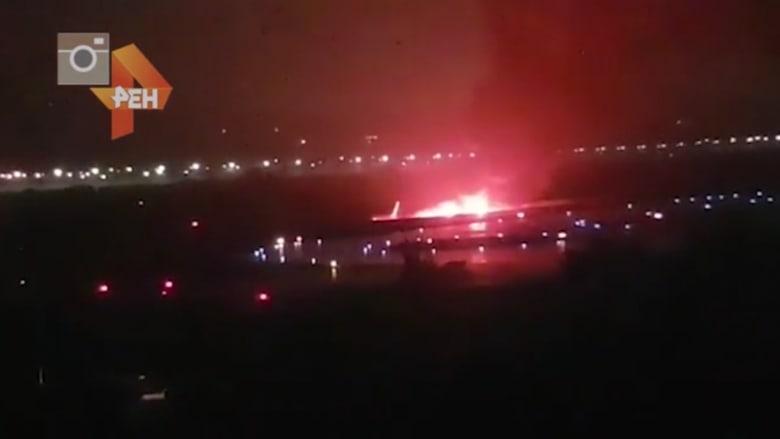 انزلاق طائرة ركاب روسية على المدرج واشتعال النيران فيها