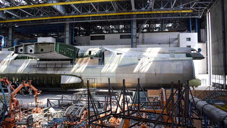 أكبر طائرة غير مكتملة في العالم.. لماذا خُبأت لحوالي 25 عاما