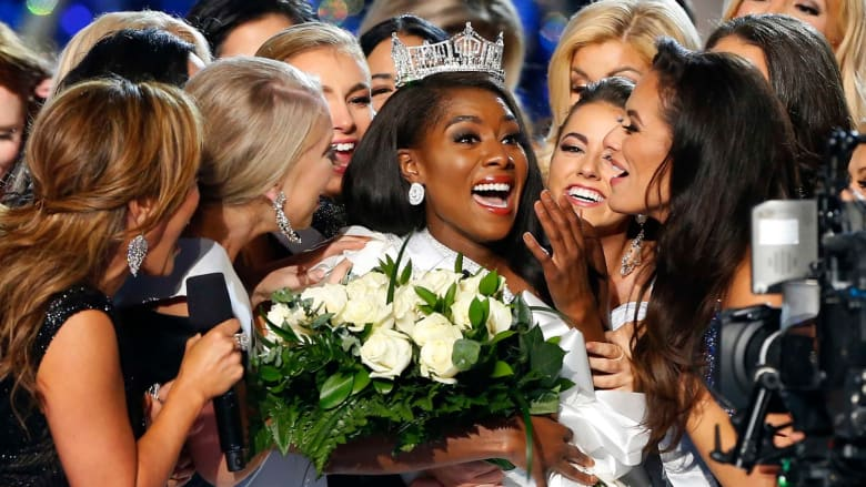 لحظة تتويج ملكة جمال أمريكا لعام 2019