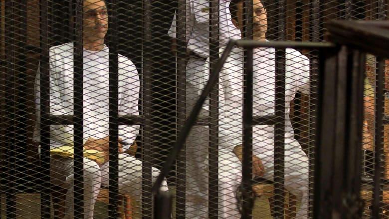 اعتقال علاء وجمال مبارك يبرز بتويتر.. ومغردون: مصر تدخل منعطفا تاريخيا