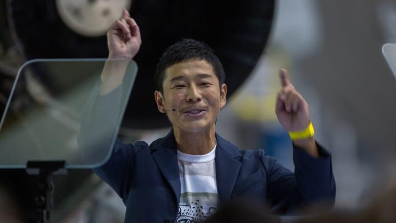 ملياردير ياباني سيسافر إلى القمر.. من هو؟