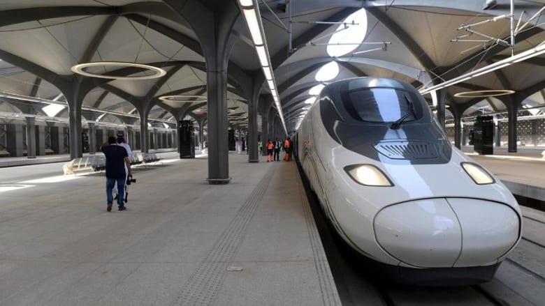 الملك سلمان يفتتح قطار الحرمين السريع
