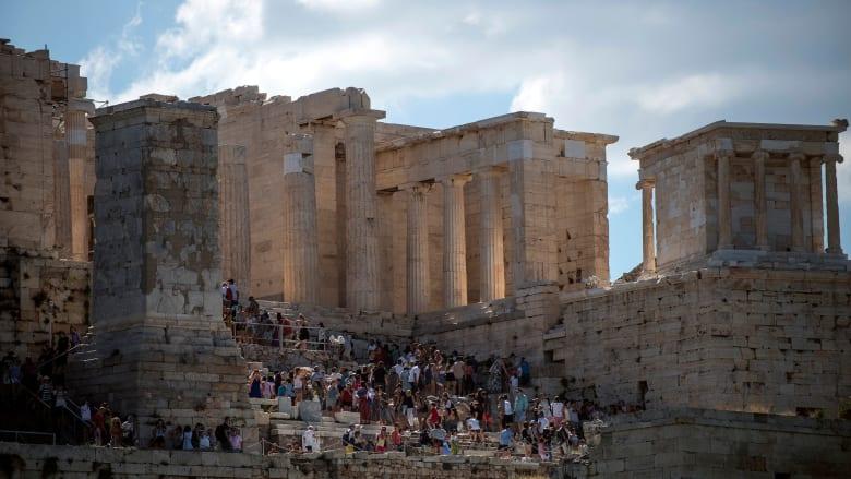 أثينا.. حيث يعني الاستمتاع البقاء على قيد الحياة