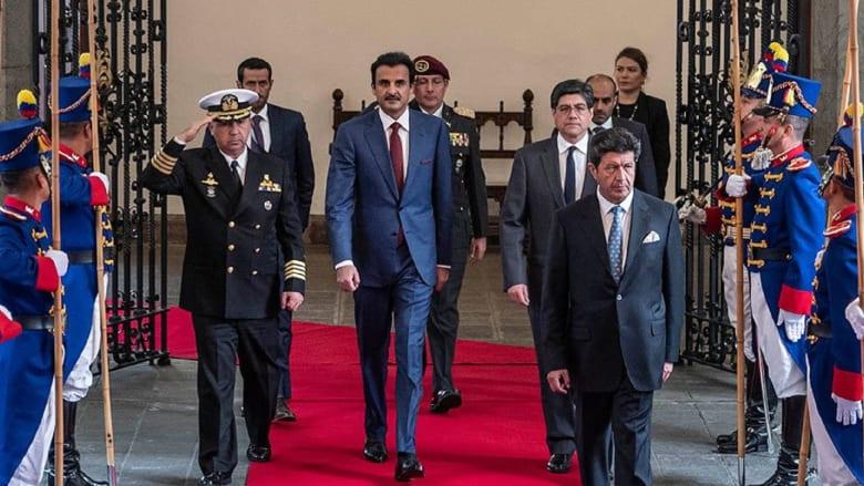 أمير قطر يغرد عن زيارته إلى أمريكا الجنوبية.. ماذا أعطاه رئيس الإكوادور؟