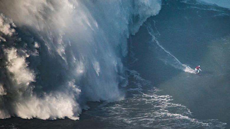 برازيلية تتحدى الأمواج  وتدخل موسوعة غينيس