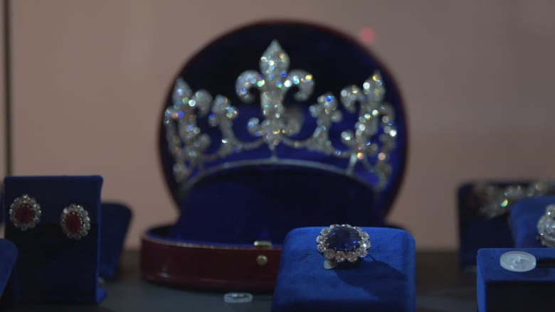 في دبي.. مجوهرات الملكة الفرنسية ماري أنطوانيت تعرض للعامة