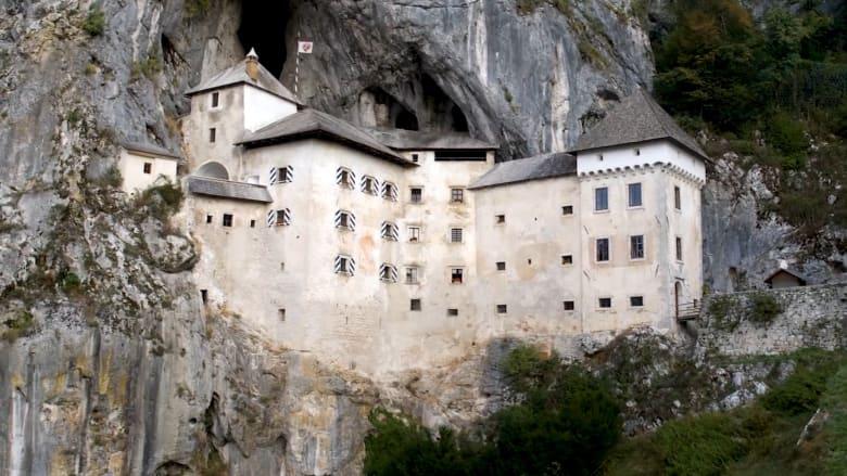 ماذا تعرف عن قلعة بريدجاما الموجودة في كهف بسلوفينيا؟
