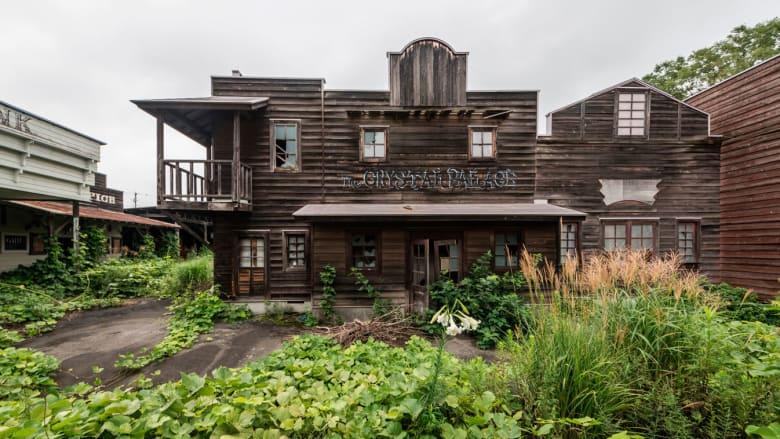 """داخل """"ويسترن فيلدج"""".. اكتشف هذا المنتزه الياباني المهجور"""