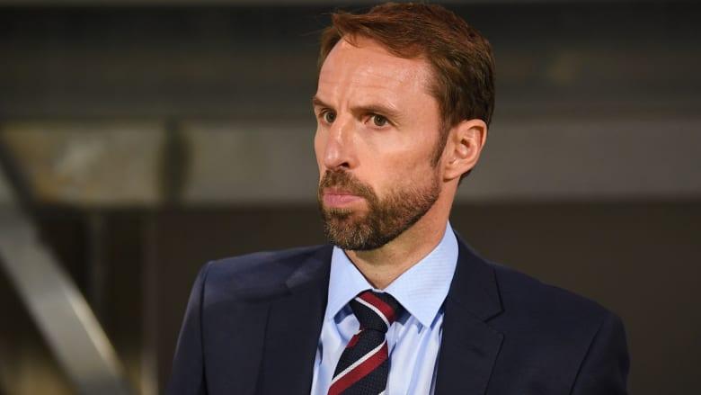 مدرب المنتخب الإنجليزي ينتقد موعد انطلاق البريميرليغ