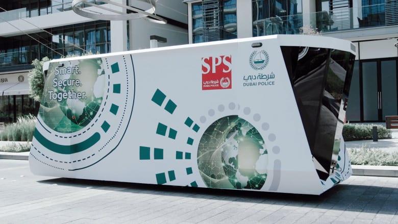 في دبي.. مركز شرطة ذاتي القيادة يتنقل لخدمة العملاء