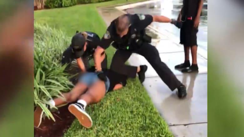 فيديو لشرطي يلكم فتاة بعمر 14 عاماً يثير الغضب بفلوريدا
