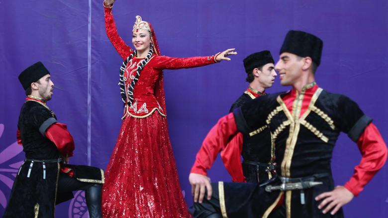بعد آلاف الأعوام.. كيف تبدو الرقصات الشعبية الأذربيجانية؟