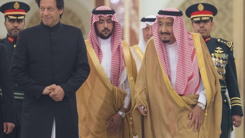 """خان يغادر """"دافوس الصحراء"""" بدعم سعودي قدره 6 مليارات دولار"""