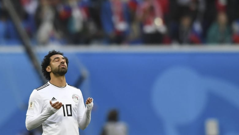 صلاح ينعى ضحايا تحطم طائرة مالك ليستر سيتي: يوم حزين لكرة القدم