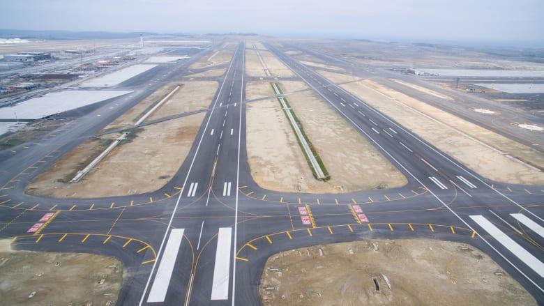 تبلغ مساحة المشروع الإجمالية 76.5 مليون متراً مربعاً. ومن المفترض أن يصبح أكبر مطار تحت سقف واحد في العالم.
