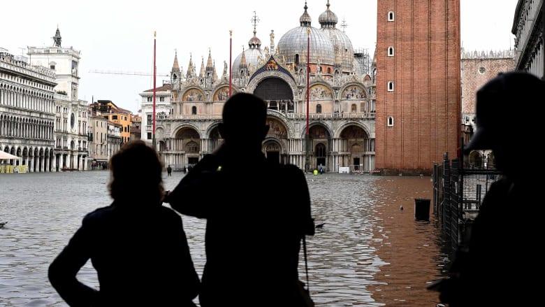 الكوارث تتوالى.. قتلى ودمار إثر عواصف عاتية تجتاح إيطاليا