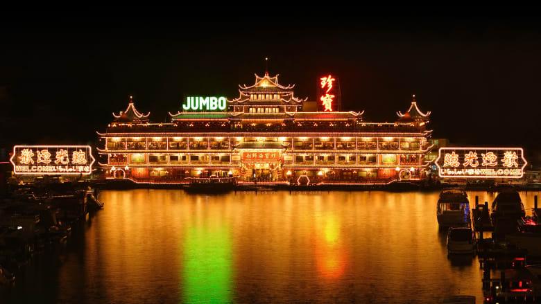 """""""مملكة جمبو"""" في هونغ كونغ.. أكبر مطعم عائم بالعالم"""