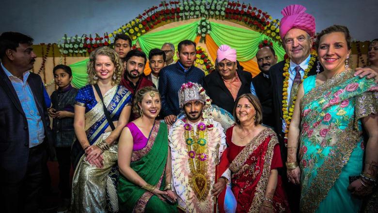 كيف تقتحم زفافاً هندياً.. بشكل قانوني؟