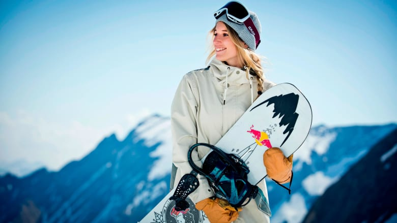 إليك حركة تاريخية قامت بها امرأة أثناء تزلجها على الثلوج