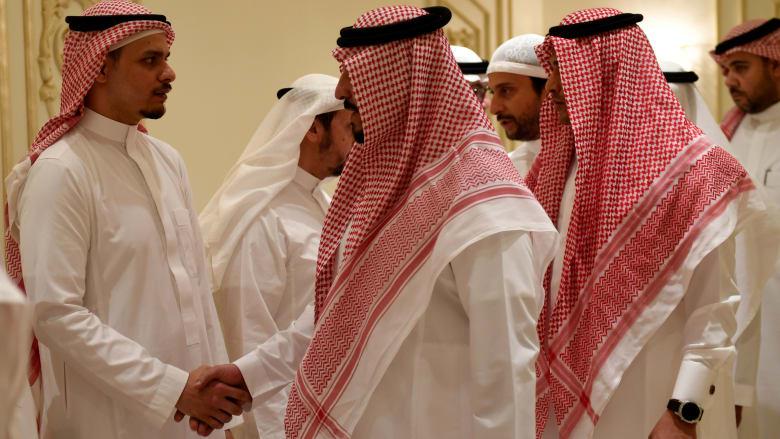 نجل جمال خاشقجي يستقبل المعزّين في جدة