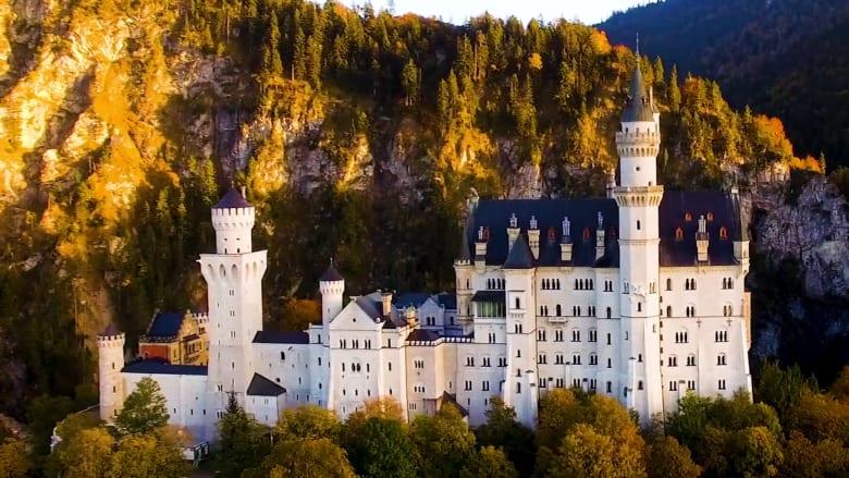 """قلعة """"ديزني"""" حقيقية في ألمانيا.. هل كان لملكها نهاية سعيدة؟"""