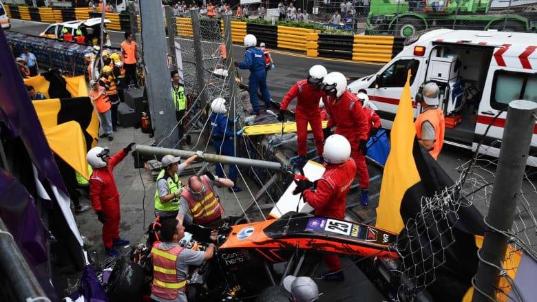 سائقة فورمولا تطير بسيارتها إلى خارج الحلبة في حادث مروع