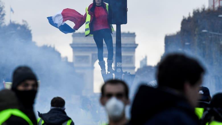 """الشانزليزيه يشهد أحد """"أكثر المظاهرات عنفاً"""" بتاريخه"""