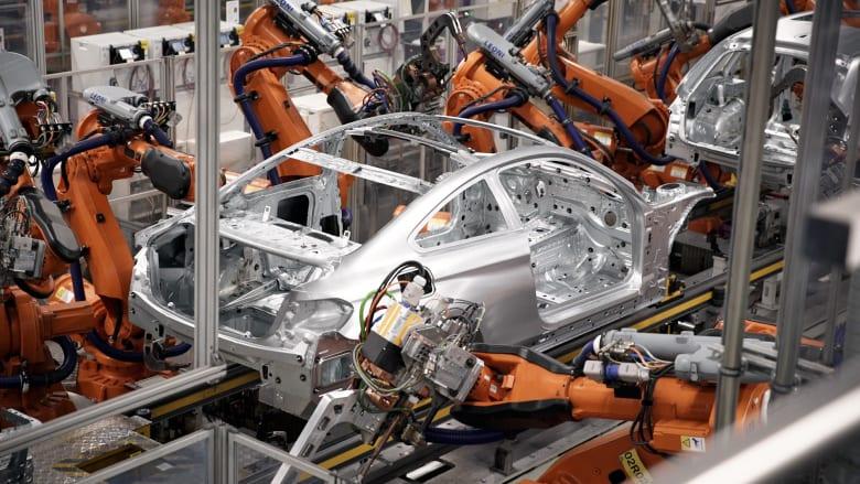 جيش من الروبوت يصنع 1000 سيارة يومياً