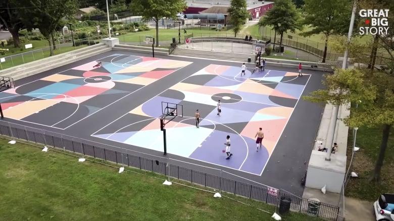 شاهد كيف تتحول ملاعب كرة السلة إلى أعمال فنية