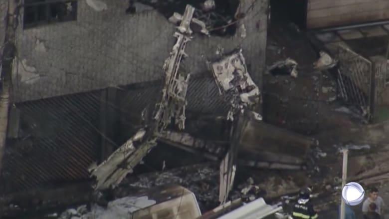 طائرة تصطدم بمباني سكنية وتتحطم في البرازيل