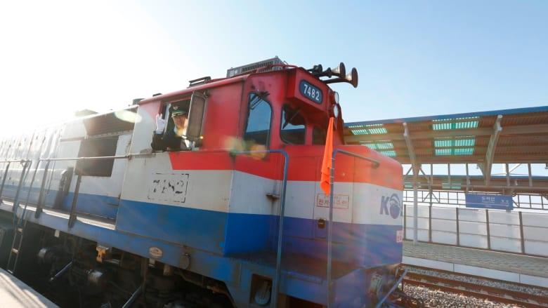 انطلاق أول قطار من كوريا الجنوبية إلى الشمالية منذ عقد