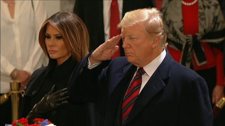 """شاهد.. """"تعظيم سلام"""" من ترامب وميلانيا في وداع بوش الأب"""