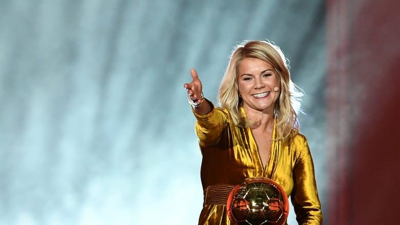 رغم تعرضها لتمييز جنسي.. تألق تاريخي للفائزة بالكرة الذهبية